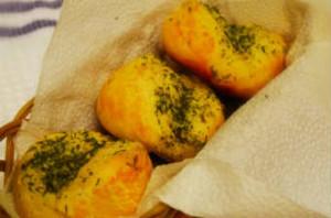 Чесночные булочки-рецепт с фото_булочки на тарелке