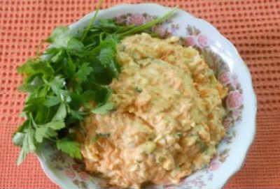 _салат с печенью минтая и плавленным сырком