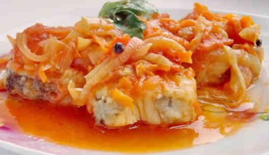 _минтай под маринадом из моркови и лука, томатной пасты