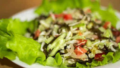 Salat s morskoj kapustoj i jajcom recept7
