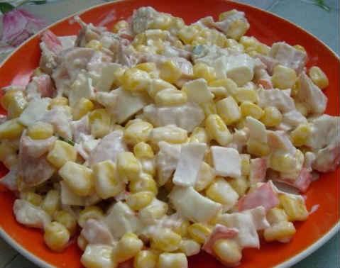 Salaty s krabovymi palochkami vkusnye novye prostye14