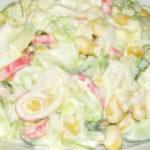 Салат крабовые палочки, кукуруза, яйца