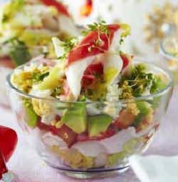 Salaty s avokado i krabovymi palochkami4