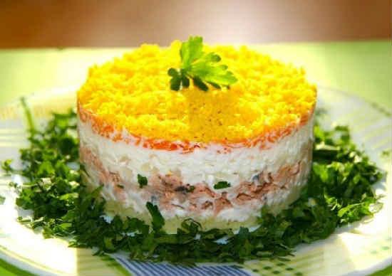 Salat Mimoza s pechen'ju treski2