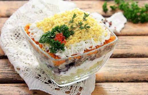 Salat mimoza s krabovymi palochkami7
