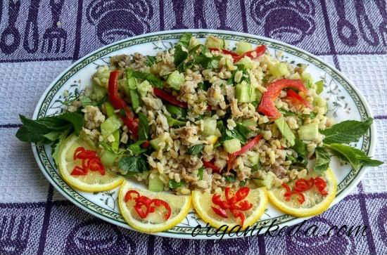 Salat s kopchenoj skumbriej11