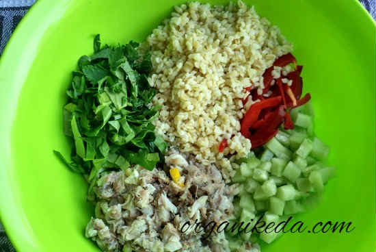Salat s kopchenoj skumbriej8