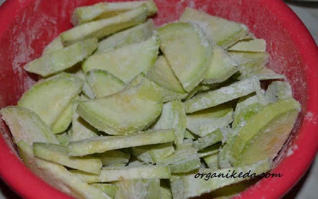 Salat iz kabachkov i pomidorov3