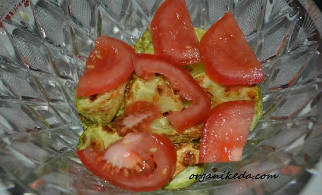 Salat iz kabachkov i pomidorov7
