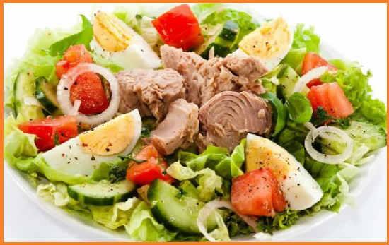 Salat s tuncom konservirovannym klassicheskij recept