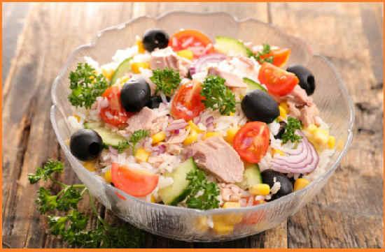 Salat s tuncom konservirovannym klassicheskij recept2