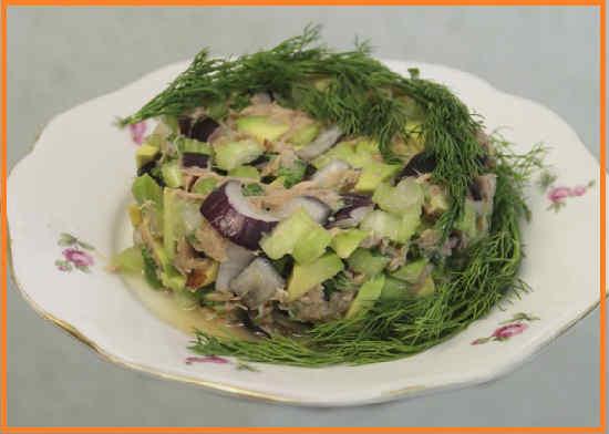 Salat s tuncom konservirovannym klassicheskij recept5