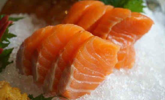 Kak posolit' losos' v domashnih usloviyah vkusno3