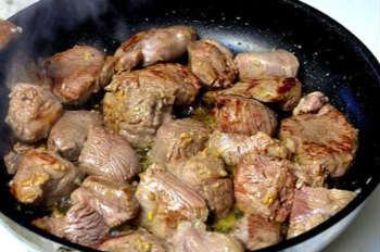 Баранина с айвой-рецепт_ мясо обжарить на сковороде