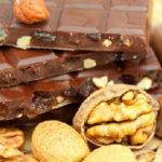 Какие продукты повышают давление_ орехи, сладости