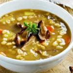 Грибной суп из сушеных грибов с перловкой_рецепт