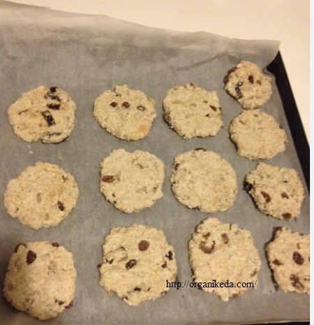 Рецепт печенья из овсяных хлопьев: очень вкусное_выкладываем печенья на противень