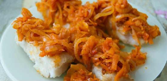 _минтай под маринадом из моркови и лука