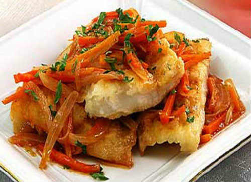 _минтай под маринадом из моркови и лука в духовке