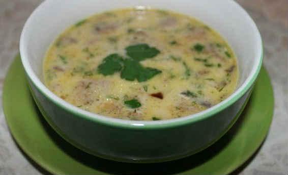 Cуп сырный из плавленного сыра с грибами