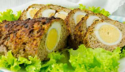 Рулет из фарша с яйцом в духовке