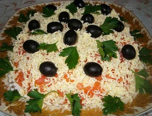 Salat carskij s krasnoj ikroj i kal'marami4