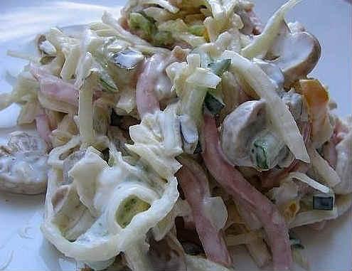 Salat iz kal'marov prostoj i vkusnyj