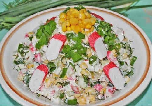 Salaty s krabovymi palochkami vkusnye novye prostye1