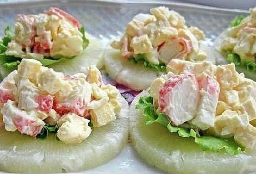 Salaty s krabovymi palochkami vkusnye novye prostye10