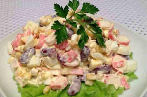 Salaty s krabovymi palochkami vkusnye novye prostye12