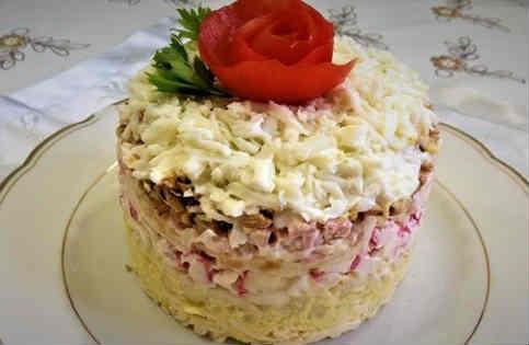 Salaty s krabovymi palochkami vkusnye novye prostye17