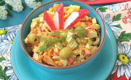 Salaty s krabovymi palochkami vkusnye novye prostye2