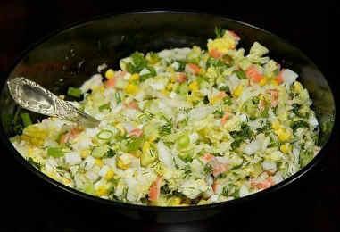 Salat krabovye palochki kukuruza jajca3