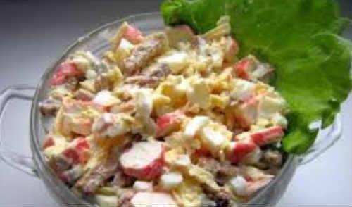 Salat s krabovymi palochkami i suharikami2
