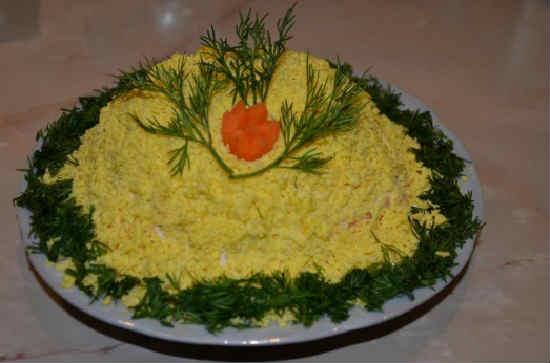 Salat mimoza s krabovymi palochkami