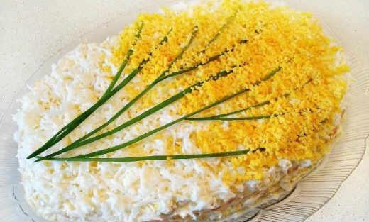 Salat mimoza s krabovymi palochkami6