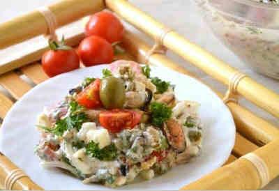 Salat s midijami konservirovannymi
