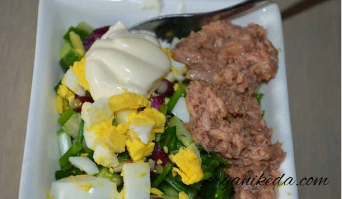 Salat s avokado i tuncom8