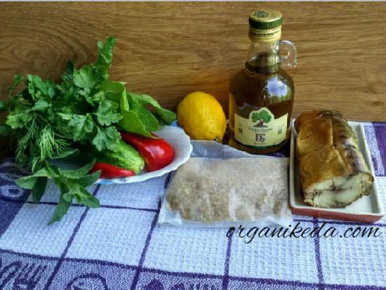 Salat s kopchenoj skumbriej1