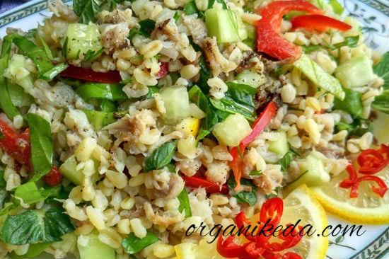 Salat s kopchenoj skumbriej12