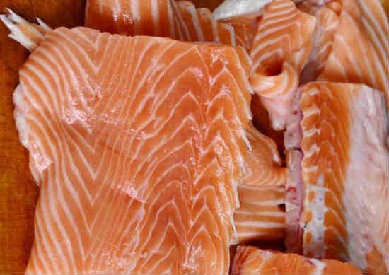 Kak posolit' losos' v domashnih usloviyah vkusno5