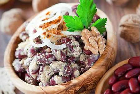 Gruzinskij salat s greckimi orekhami1