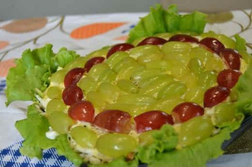 Salat Tiffani s vinogradom i greckimi orekhami3