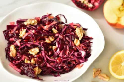 Salat s granatom i greckim orekhom