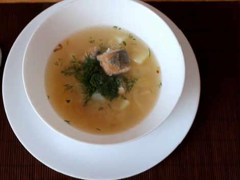 Sup iz konservirovannoj gorbushi