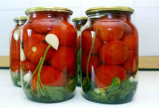 Pomidory na zimu s limonnoj kislotoj