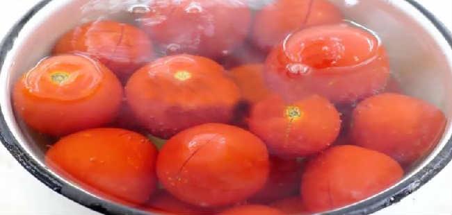 Ochen' vkusnyj sous iz sliv i pomidor na zimu4