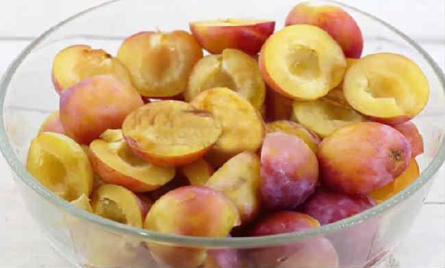 Ochen' vkusnyj sous iz sliv i pomidor na zimu6