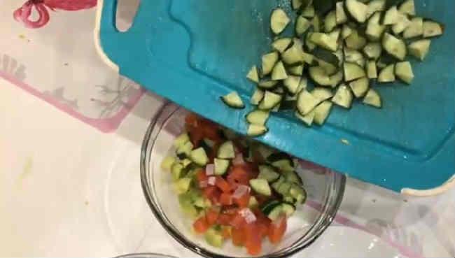 Salat s semgoj slabosolenoj15