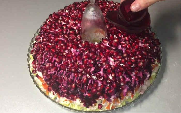 Kak prigotovit' salat Granatovyj braslet22